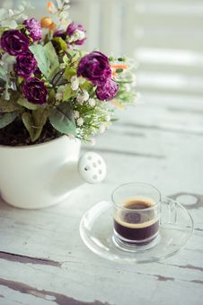 Free Cup Of Coffee With Flowers Royalty Free Stock Photos - 36235398