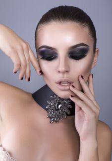 Free Beautiful Girl With Smokey Eyes Make Up Stock Photography - 36252812