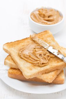 Free Toast With Peanut Butter, Vertical Royalty Free Stock Images - 36255029