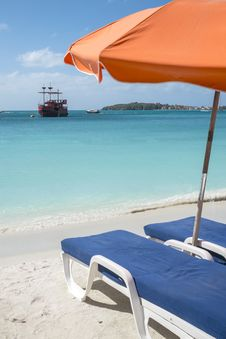 Free Caribbean Beach 2 Stock Photography - 36260072