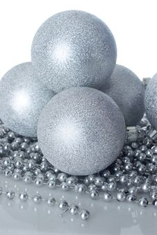 Free Silver Christmas Balls Royalty Free Stock Images - 3639239