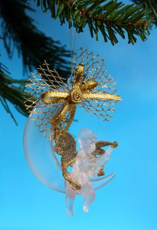 Free Christmas Bauble In Closeup Stock Image - 3639411