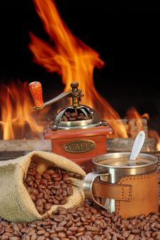 Free Stainless Steel Coffee Mug And Old Grinder With Beans Royalty Free Stock Photos - 36308518