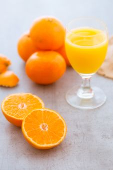 Squeezing A Glass Of Fresh Orange Juice Royalty Free Stock Image
