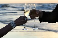 Free Champagne On The Beach Stock Photo - 36313120