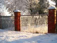Free Fence With Hoarfrost In The Winter Sunny Day Royalty Free Stock Photography - 36317187