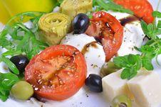 Free Mozzarella, Tomato And Artichoke Royalty Free Stock Photo - 36317575