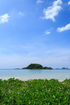 Free Wonderful Sea And Blue Sky At Nang Rum Beach Stock Images - 36323274