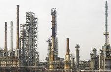 Free Installations Of An Oil And Gas Refinery Royalty Free Stock Images - 36327319