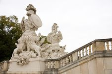 Free Sculpture In Schonbrunn Royalty Free Stock Images - 36329189