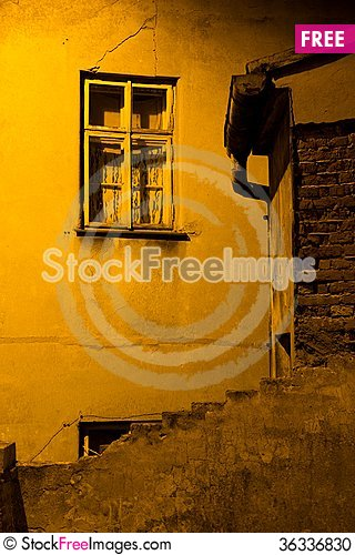 Free Dirty Alley Stock Photo - 36336830