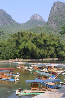 Rafting Boats In The Karst Mountains Between Yangshuo And Guilin, China Royalty Free Stock Photos