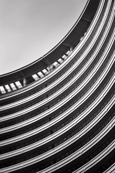 Free Abstract Building With Curves Royalty Free Stock Photos - 36334928