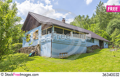 Free Country Cottage In Blue Colour Stock Photography - 36340032