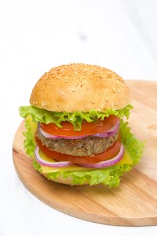 Free Burger With A Vegetarian Cutlet And Fresh Vegetables Royalty Free Stock Photography - 36357937