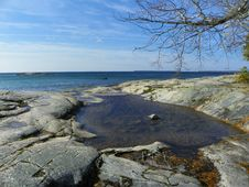 Free Pooled Water At Rock Shore Royalty Free Stock Images - 36366039