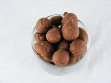 Free Chocolate Covered Peanuts 1 Royalty Free Stock Photos - 3641308