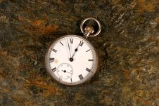 Free Pocket Watch On Rock Royalty Free Stock Images - 3642289