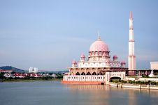Free Red Floating Mosque On Lake Stock Photo - 3642400
