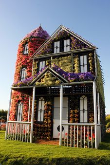 Free Eco House Covered With Flowers Royalty Free Stock Photos - 36413708