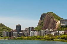 Free Residential Buildings And Mountains Around The Lake Royalty Free Stock Image - 36415786