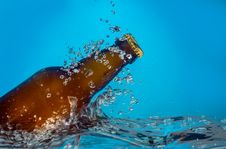 Free Beer Bottle In Water Royalty Free Stock Image - 36419136