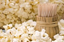 Free Wooden Toothpicks In Popcorn Royalty Free Stock Images - 36445389