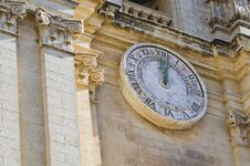 Free Large Clock On The Facade Of A Cathedral Royalty Free Stock Photos - 36447258