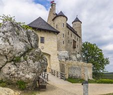 Free Entrance To The Castle Royalty Free Stock Images - 36450139
