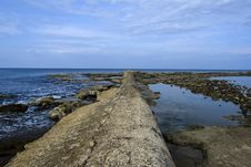 Free Sewage Pipe Having Their Outlet Right Into The Sea Royalty Free Stock Images - 36537849
