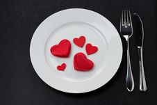 Free Festive Table Setting With Red Hearts Royalty Free Stock Images - 36542969