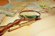 Free Fountain Pen And Old Magnifying Glass Stock Images - 36545634