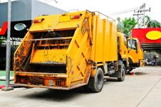 Free Garbage Truck Royalty Free Stock Photos - 36546328