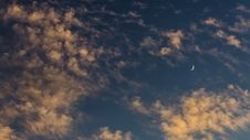 Free Crescent Moon At Sunset Royalty Free Stock Photography - 36549927