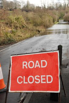 Free Road Closed Due To Flooding Stock Photo - 36556800