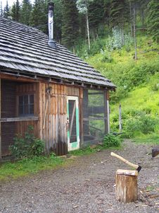 Free Chicken Coop On The Cabin Stock Photos - 36562453