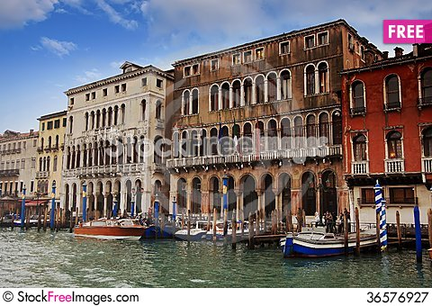 Free Buildings In The Grand Canal Royalty Free Stock Photography - 36576927