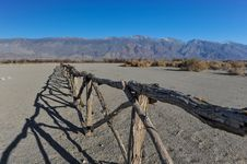Free Old Wooden Fence In Desert By Mountains Royalty Free Stock Images - 36571729