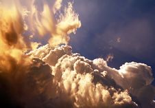Free Sunny Clouds Background Stock Images - 36577764