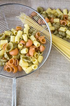 Free Uncooked Pasta In Colander Stock Images - 36581634