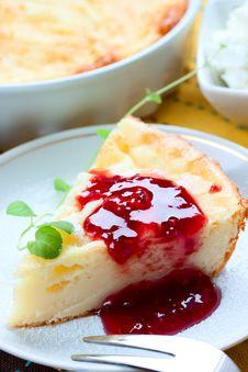 Free Piece Of Cheesecake With Raspberry Jam Stock Photo - 36591410