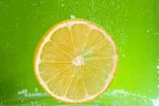 Free Citrus Squeezer With Lemons Royalty Free Stock Photography - 36592757