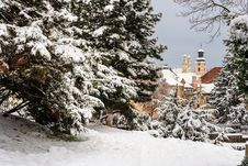 Free Dome Seen From Snowy City Park Royalty Free Stock Images - 36593319