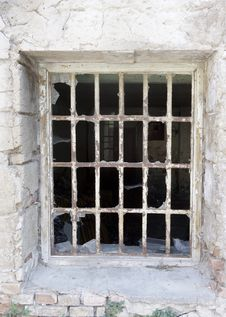 Free Broken Window With Bars Royalty Free Stock Photo - 36597135