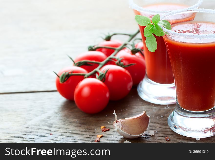 Tomato juice, tomatoes and spices
