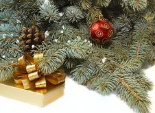 Free Xmas Tree, Present Box And Red Ball Royalty Free Stock Photography - 3662057