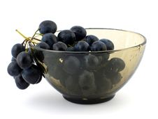 Free Grapes In Wet Glass Bowl. Stock Images - 3666544