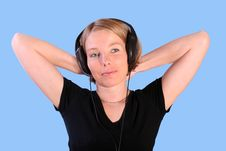 Free Women Listening Music Royalty Free Stock Photo - 3668245