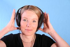 Free Women Listening Music Royalty Free Stock Photography - 3668247