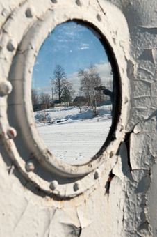 Free Frozen Porthole On The White Ships Wall. Royalty Free Stock Photo - 36618165